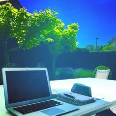 It's a good day for being a #freelancer #sunshine  #garden #workwhereiwant #laptoplife #ondernemendemadammen