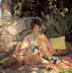 Liz Taylor Elizabeth Taylor, Beyonce, Saint Jean Cap Ferrat, Caftan Gallery, Violet Eyes, British American, Caftan Dress, Kaftan, Father Of The Bride