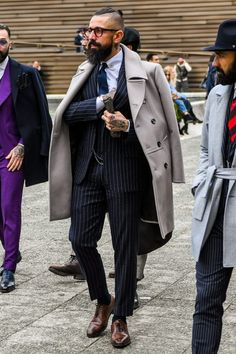Discover the details that make the difference of the best streetstyle unique people with a lot of style Daily Fashion, Mens Fashion, Gucci Suit, Mode Costume, Burberry Men, Gucci Men, Looking Dapper, Sharp Dressed Man, Mens Suits