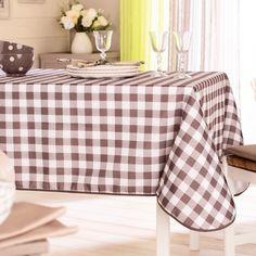 Le vichy, indémodable ! La traditionnelle nappe à carreaux fait son grand retour. Idéale pour créer un style campagne chic à la maison ! En 100% polyester. 2 tailles au ...