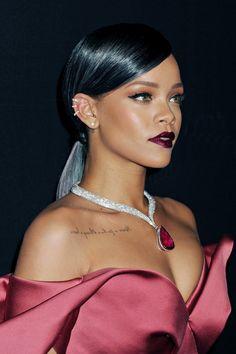 Gorgeous Rihanna wearing Chopard diamond jewelry at the First Annual Diamond Ball for the Clara Lionel Foundation (December Best Of Rihanna, Looks Rihanna, Mode Rihanna, Rihanna Riri, Rihanna Style, Rihanna Makeup, Rihanna Fashion, Grey Ombre Hair, Makeup Tips