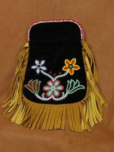 Ojibwe-beaded-bag