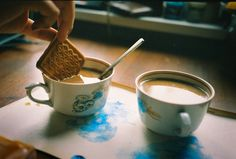 Find and save aesthetic coffee images and quotes and discover coffee from around the world. Coffee Time, Tea Time, Coffee Cups, Vie Simple, Aesthetic Food, Film Aesthetic, Just In Case, In This Moment, Wattpad
