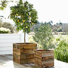 Une jardinière réalisée avec des planches en bois - Marie Claire Idées