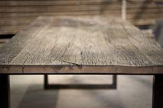 Tafels van oud hout, op maat gemaakt. Met houten of ijzeren onderstel, naar eigen ontwerp of voorbeeld in de showroom. Jan van IJken Oude Bouwmaterialen in Eemnes, www.oudebouwmaterialen.nl