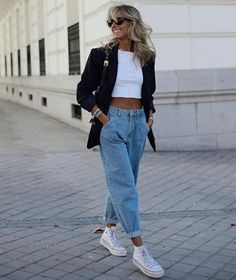 Mom Jeans Outfit, Blazer Outfits, Casual Outfits, Cute Outfits, Fashion Outfits, All Star Branco, Elegant Style Women, T Shirt Branca, Zara Outfit