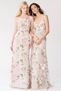 Brideside and there lineup of designer bridesmaid dresses will make your bride tribe fall in love! http://www.stylemepretty.com/2017/05/11/5-bridesmaid-dress-trends-your-besties-will-actually-love-2/ #sponsored