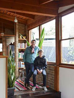 [生活家]澳洲Camberwell一間建於1973年的家,咖啡經營者Mark Dundon與Lisa Sanderson和兒子Felix共住於此,對60/70年代情有獨鍾,盡可能地保持原有特色,讓人想好好仔細欣賞!來自 The Design Files 。