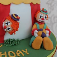 Clown sugarpaste models on a big top cake from www.cakesbykit.co.uk