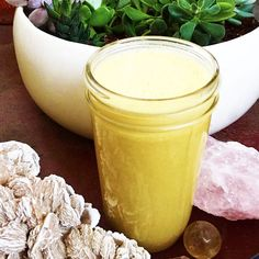 TOP 10 Ayurvedic Breakfast Drinks for Weight Loss. Ayurveda is an ancient, holistic healing system that is based on the belief that our health depends on the balance between the mind, body and spirit. Turmeric Smoothie, Juice Smoothie, Smoothie Drinks, Fruit Smoothies, Healthy Smoothies, Healthy Drinks, Detox Drinks, Ayurvedic Recipes, Turmeric Recipes