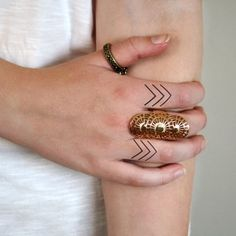 Small Arrows - Simple Finger Tattoos. #Tattoo #Inked #FingerTattoo #WomenTriangle