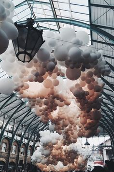 Charles Petillon Heartbeat balloons installation at Covent Garden market London Land Art, Covent Garden, Charles Petillon, Instalation Art, 3d Fantasy, Belle Photo, Art Photography, Fashion Photography, Coffee Photography
