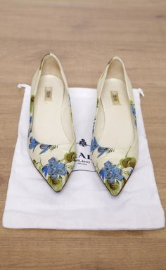 Love these ballet flats!  Gorgeous floral fabric print! Women's fall fashion footwear shoes