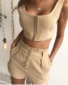 Look verão linho Short Outfits, Summer Outfits, Cute Outfits, Short Elegantes, Look Chic, Fashion Outfits, Womens Fashion, Dress Patterns, Casual Chic