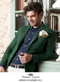 Vestire #domenicotagliente è scegliere un tocco di classe per vivere intensamente ogni attimo di quotidianità.