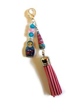 Bijou de Sac Poupée Russe Matriochka - Coeur - Perle en Papier - Perles en Verre - Pompon en Suédine - Rose Bleu : Porte clés par cap-and-pap