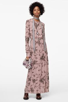 Extra - love this dress from Zara . higher price than normal from them but much lower than you would expect for fabric detail High Street Fashion, Street Style, Zara Israel, Online Zara, Maxi Robes, Casual, Zara Women, Mannequin, Looking For Women