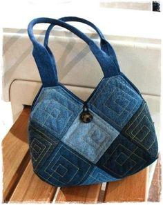 very unique old jeans bag Denim Tote Bags, Denim Purse, Denim Bags From Jeans, Denim Jeans, Patchwork Bags, Quilted Bag, Denim Patchwork, Denim Quilts, Blue Jean Purses