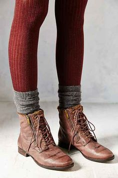 Sam Edelman Mackay Ankle Boot - Urban Outfitters Tights and socks 👌 Estilo Hipster, Mode Hippie, Quoi Porter, Witch Fashion, Fashion Boots, Fashion Outfits, Mode Inspiration, Looks Style, Mode Style
