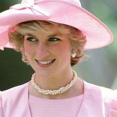 Beauty in pink, Lady Diana Princess Diana Family, Real Princess, Princess Charlotte, Princess Of Wales, Diana Fashion, Lady Diana Spencer, Queen Of Hearts, Her Smile, British Royals