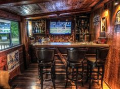 Image from http://dudeliving.com/wp-content/uploads/2015/04/man-cave-bar.jpg.