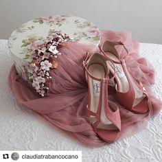 Encontrarte estas cosas y llenarte de orgullo! Gracias @claudiatrabancocano por haber querido contar con nosotros desde el primer momento.… Wedding Shoes, Dream Wedding, Dusty Rose, Beautiful Bride, Mauve, Dress Shoes, Style Inspiration, Womens Fashion, Pink