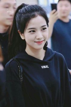 Who is Jisoo from Blackpink? Korean singer Jisoo is one of the lead singers in K-Pop band, Blackpink. The became a YG Ent. Blackpink Jisoo, Kim Jennie, Kpop Girl Groups, Korean Girl Groups, Kpop Girls, Divas, Fake Instagram, Black Pink ジス, Black Girls