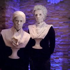 """Bust/statue halloween costume would be great idea for Haunted Mansion """"Singing Busts"""" group costume. Last Minute Halloween Kostüm, Holidays Halloween, Halloween Diy, Group Halloween, Disney Halloween Decorations, Halloween Makeup Looks, Up Costumes, Couple Halloween Costumes, Cosplay Costumes"""