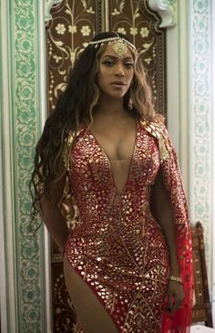 Beyonce was among the big names to join the celebrations at the pre-wedding bash for the daughter of India's wealthiest man. Beyonce 2013, Estilo Beyonce, Beyonce Style, Beyonce Knowles Carter, Beyonce And Jay Z, Beyonce Body, Beyonce Coachella, Rihanna, Queen Bee Beyonce