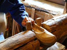 Cómo son y se fabrican las madreñas en Asturias