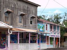 A few of the shops in downtown Honomu