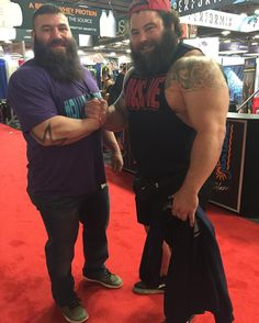 Look at this absolute monster dwarfing me today at the end of the #arnoldclassic2016 #fitexpo @brandon_allen88 @jennyglavan @jessphilippus #QUADSLIKEROBB by quadslikerobb
