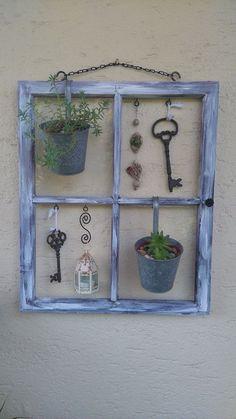Decorare con una vecchia finestra! Ecco 20 modi creativi per ispirarvi... Decorare con una vecchia finestra. Se vi piace il riciclo creativo e i piccoli lavoretti fai da te, siete al posto giusto. Ecco per Voi oggi una piccola selezione di 20 idee...
