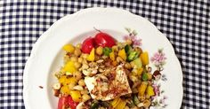 bunter Quinoasalat mit Kichererbsen und Feta, perfekt als schnelles Dinner