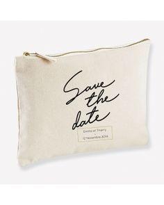 Pochette personnalisable pour un save the date de mariage original et unique ! Save The Date, Dating, The Originals, Parfait, Bags, Wedding Ideas, Unique Weddings, Quirky Wedding, Cotton