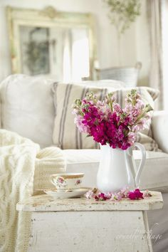 Raspberry Flowers in a California French Country Style Cottage - Elegant Decorating Ideas - Country Living Cottage Shabby Chic, French Country Cottage, French Country Style, Shabby Chic Homes, Country Chic, Cottage Style, Cottage House, Cozy Cottage, Cottage Living