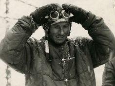 Walter Bonatti - ascent of when he was just 24 years old and for the first solo winter climb of the Matterhorn north face. Monte Everest, Mountain Climbers, Visit Italy, Beautiful Person, Mountaineering, Alps, Climbing, Trekking, The North Face