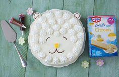 Vrolijk Pasen! Van zo'n kwarktaart word je toch vrolijk? Leukerecepten.nl maakte dit recept speciaal voor Pasen. Maak deze blikvanger voor de Paasbrunch.