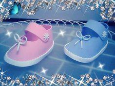Zapatitos en goma eva ideales para regalar en bautizos
