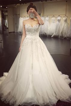 Elegant Sweetheart Beaded Appliques A Line Court Train Wedding Dress WD019