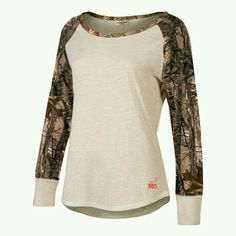 Realtree Girl Raglan LongSleeve Shirt is the perfect blend of Camo and Cute. The Realtree Girl Logo is Accented on the Back Shoulder Blade and right above the Front Hem Line. This Shirt Features Realt Mode Country, Country Girl Style, Country Fashion, Country Outfits, Country Girls, Country Dresses, Western Style, Country Life, Camo Fashion