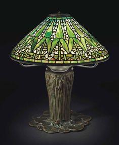 TIFFANY STUDIOS - AN 'ARROWHEAD' TABLE LAMP, CIRCA 1910