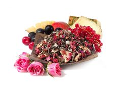 Youthberry White Tea- yummy Description Delicate white tea gets its youthful blush from red currants, açai berry, hibiscus and rose petals. Candied pineapple and mango pieces mingle with Fuji and golden delicious apples in this sweetly timeless elixir.
