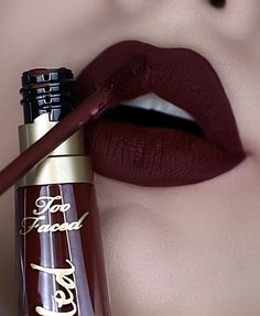 wears Melted Matte in shade Drop Dead Red! Dark Lipstick, Lipstick Shades, Lipstick Colors, Makeup Lipstick, Eye Makeup, Maroon Matte Lipstick, Makeup Kit, Beauty Makeup, Maquillage Kylie Jenner