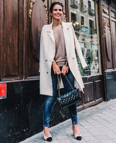 Alessandra Ambrosio, Dior, Slingback Chanel, Blue Skinnies, Nude Tops, Formal, Long Trench Coat, Ideias Fashion, Fashion Beauty