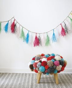 Diy stool, pom pom crafts, diy crafts, crafts to make, yarn crafts Diy Craft Projects, Diy Crafts Videos, Hobbies And Crafts, Arts And Crafts, Diy Crafts For Kids, Crafts To Sell, Home Crafts, Pom Pom Crafts, Yarn Crafts