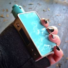 TUG x SNOW WOLF MINI | Super cute #handcheck by Ms. @vapewithcourtney Tag #GIRLSVAPEHARD for a feature