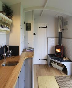 Hire a Shepherds Hut Bedroom, ideal as a spare room to hire for family and guests, or as a courtesy bedroom. It can also be set up for events or holidays. This beautiful Shepherds hut is road towable and fitted with a double bed and stove. Shepherds Hut For Sale, Canal Boat Interior, Narrowboat Interiors, Mini Loft, Tiny Spaces, Spare Room, Tiny Living, Tiny House, Decoration