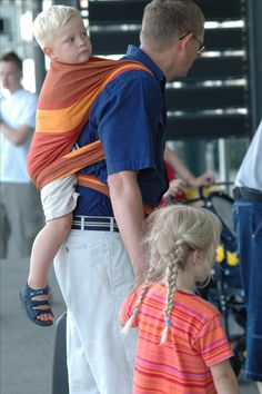 Father and Son in the Airport #DIDYMOS #BabyWrap