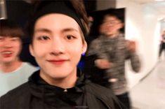 O-sa-ka vroom vroom vroom Kim Taehyung Funny, Jungkook Jimin, V Taehyung, Taekook, Bts Stage, Daegu, Bts Korea, V Bts Wallpaper, Bts Aesthetic Pictures